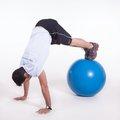 Flexão do quadril c/ Fit ball apoio isométrico de membro superior