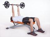 """Triceps """"testa"""" deitado com barra"""