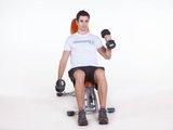 Rosca Bíceps alternada c/ halter sentado